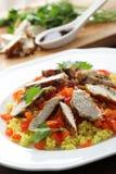 Cuscus con i seni e le verdure di pollo Fotografie Stock