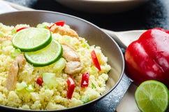 Cuscuz com carne e os vegetais grelhados da galinha Imagens de Stock