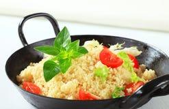 Cuscuz com verdes e tomate da salada Fotografia de Stock