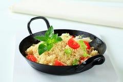 Cuscuz com verdes e tomate da salada Imagens de Stock Royalty Free