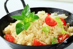 Cuscuz com verdes e tomate da salada Fotografia de Stock Royalty Free
