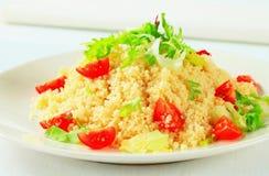 Cuscuz com verdes e tomates da salada Imagem de Stock