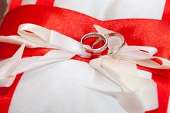 Cushion with wedding rings Royalty Free Stock Image