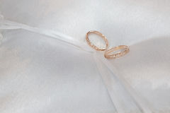 Cushion with wedding rings Stock Photos