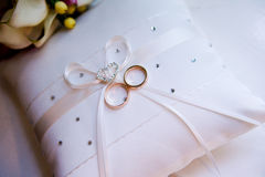 Cushion with wedding rings Stock Images