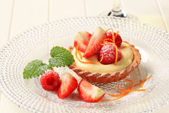 Custard tart with fresh fruit Stock Photography