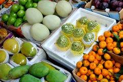 Custardäpple och olik frukt Fotografering för Bildbyråer