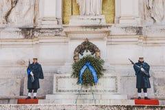 custodica vicino alla corona in della anteriore Patria (altare di Altare della patria) Fotografia Stock Libera da Diritti