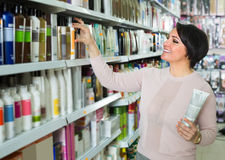 Customer buying conditioner for hair Royalty Free Stock Images
