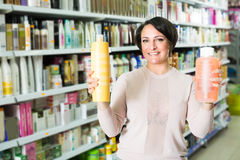 Customer buying conditioner for hair Royalty Free Stock Photography
