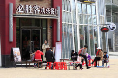 Customer queuing outside pizza hut. Pizza hut business is good. during the spring festival, customers queuing outside pizza hut, amoy city, china Stock Photos