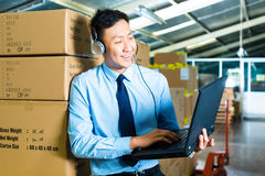 Customer Service in a warehouse Royalty Free Stock Photos