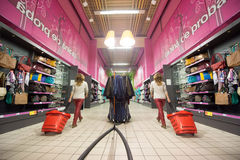 A customer shopping in a supermarket Royalty Free Stock Photography
