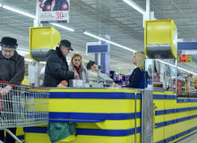 Customers at the cash register in the supermarket Royalty Free Stock Photography