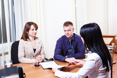 Customers discussing contract Royalty Free Stock Photos