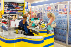 Customers paying for shopping at a supermarket Royalty Free Stock Photo
