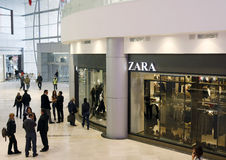 Customers shopping in mall - Zara store Stock Photo