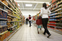 Customers shopping at supermarket Royalty Free Stock Images