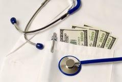 Custos dos cuidados médicos revisados Fotos de Stock Royalty Free