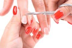 Cutículas que cortam com tesouras Imagem de Stock Royalty Free