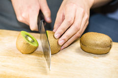 Cut the kiwi frui Royalty Free Stock Photos