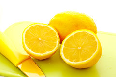 Cut lemon with knife 1 Royalty Free Stock Photos