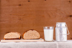 Cut loaf of fresh bread on burlap on wooden table Royalty Free Stock Photos
