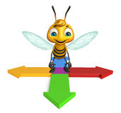 Cute Bee cartoon character with arrow Royalty Free Stock Photography