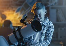 Free Cute Boy Watching Stars Through A Telescope Royalty Free Stock Photos - 178287298