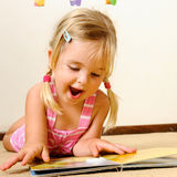 Cute child reading Royalty Free Stock Images