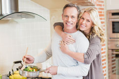Cute couple cooking Royalty Free Stock Images