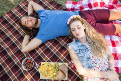 Cute couple having a picnic Royalty Free Stock Images
