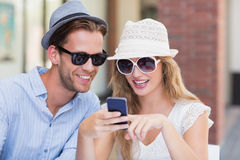 Cute couple looking at a smartphone Royalty Free Stock Photos