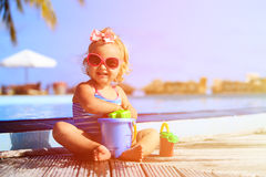 Cute girl playing in swimming pool at tropical Royalty Free Stock Photography