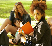 Cute group of teenages at the building of Royalty Free Stock Photos