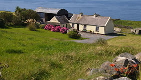 Cute irish cottage by the ocean for rental Stock Photography