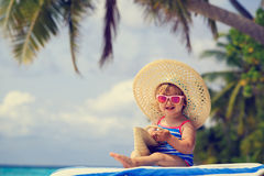 Cute little girl in big hat on summer beach Royalty Free Stock Photos