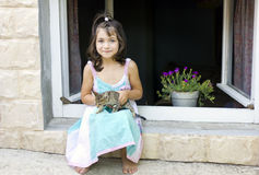 Cute little girl and kitten to play Royalty Free Stock Photography