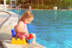 Cute little girl playing in swimming pool at beach Stock Photography