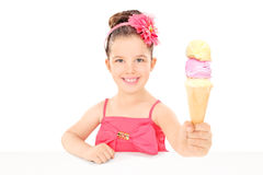 Cute little girl sharing an ice cream Royalty Free Stock Photos