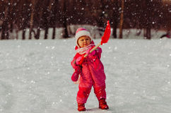 Cute little toddler girl dig winter snow Stock Photography