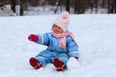 Free Cute Little Toddler Girl In Winter Snow Stock Photos - 57897883