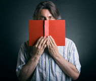 Cute man reading a book Royalty Free Stock Images