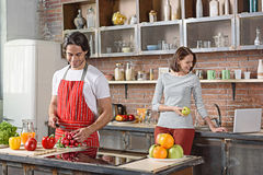 Cute married couple cooking together Royalty Free Stock Photos