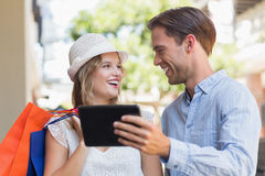 Cute smiling couple looking a tablet Royalty Free Stock Photography
