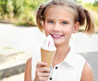 Free Cute Smiling Little Girl Eating An Ice Cream Stock Photography - 98441992
