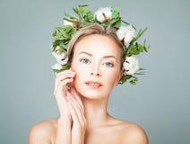 Cute Spa πρότυπη ξανθή γυναίκα με το καθαρό δέρμα Healty Στοκ εικόνες με δικαίωμα ελεύθερης χρήσης