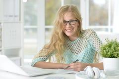 Cute teen girl doing homework Royalty Free Stock Photos