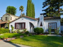 Free Cute  White Spanish Stucco House With Large Front Yard Stock Photos - 196272493