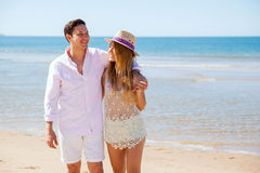 Cute young couple walking by the beach Royalty Free Stock Photography